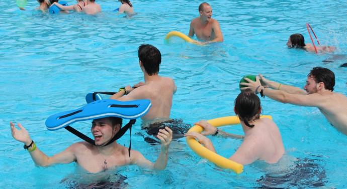 Zabawa na basenie