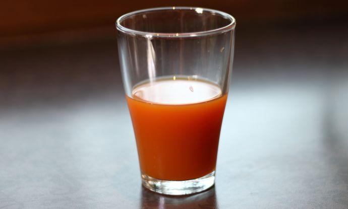szklanka-soku-z-dzikiej-rozy