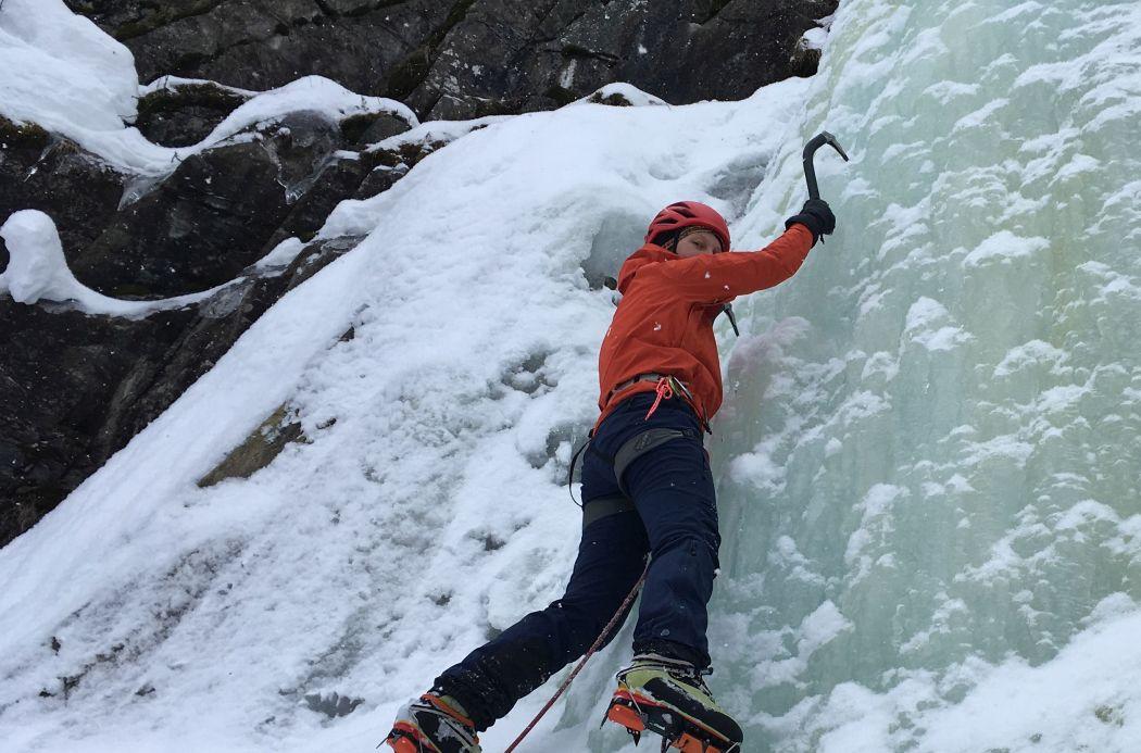 Kurtka gore-tex przy wspinaniu lodowym