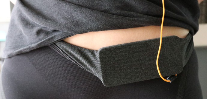 Telefon zawinięty w legginsy