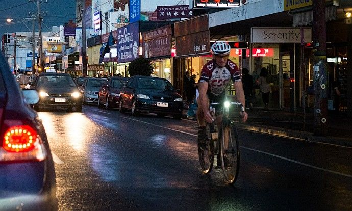 Jakie oświetlenie wieczorem na rower