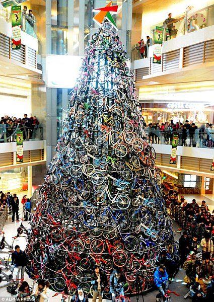 Choinka wykonana z rowerów