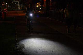 Lampa Rowerowa Cateye jak świeci