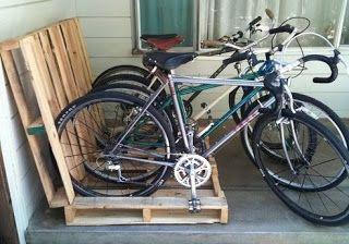 Palety jako stojak na rowery