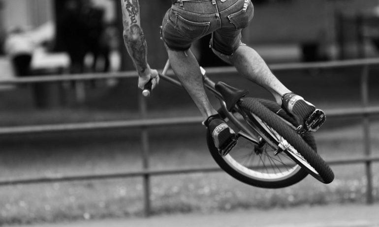 Rower ze sztywnym widelcem
