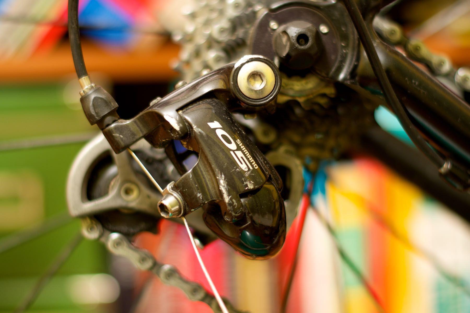 Regulacja tylnej przerzutki w rowerze szosowym