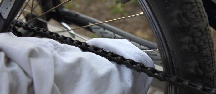Czyszczenie łańcucha w rowerze