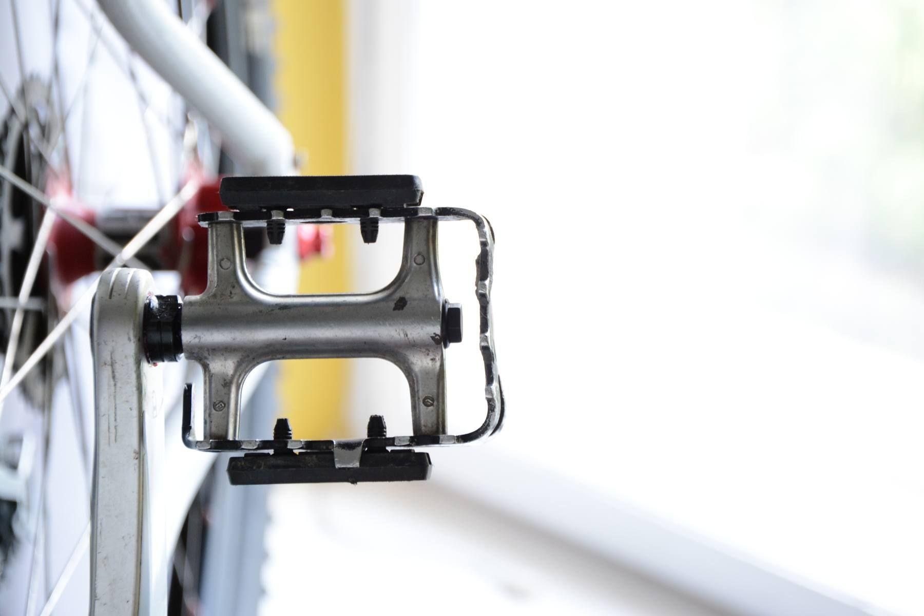 Pedały rowerowe na łożyskach maszynowych jak serwisować