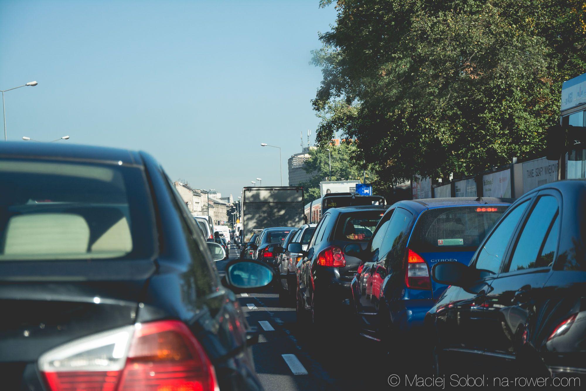Rower, auto czy komunikacja miejska? Porównanie środków transportu