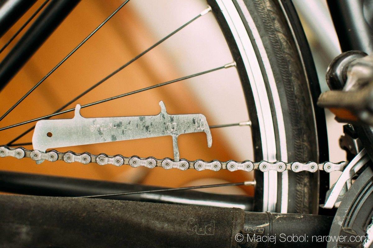 wymienić łańcuch w rowerze? Mierzymy zużycie łańcucha rowerowego przymiar do łańcucha miarka