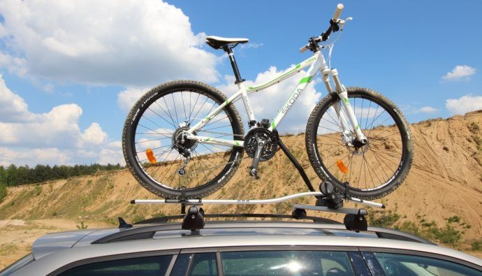 Jak przewieźć rower na dachu Skoda