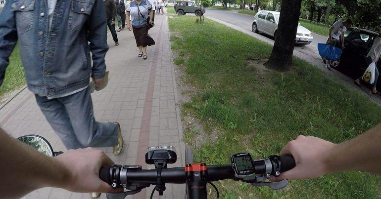 Ograniczenie prędkości na chodniku