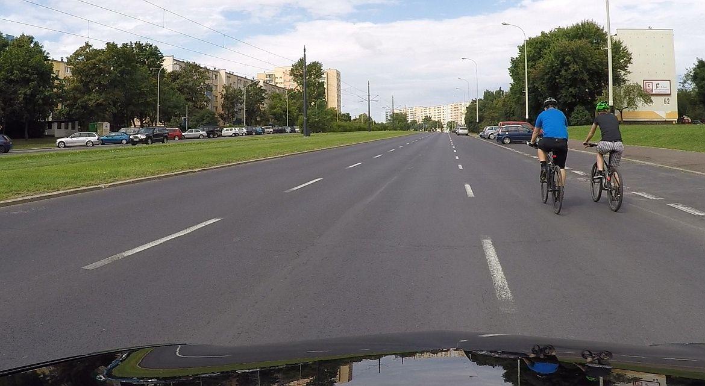 Jazda rowerem obok siebie