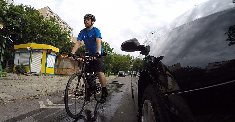 Wyprzedzanie rowerem z prawej strony