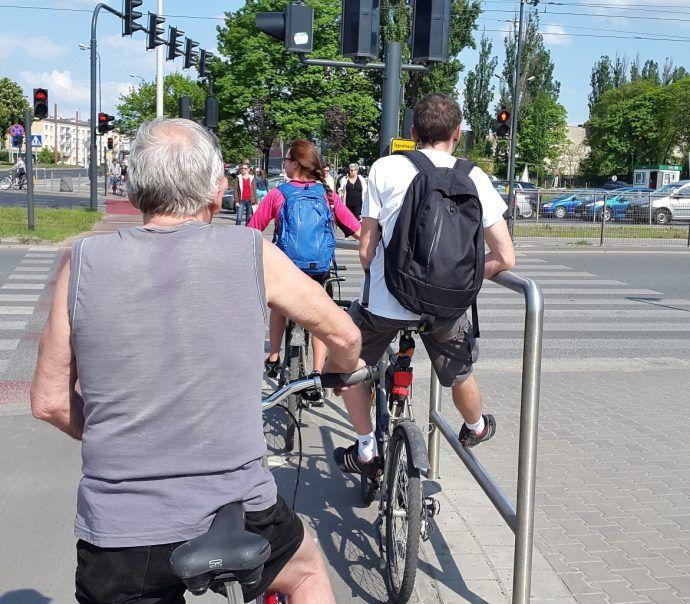 korek-na-drodze-rowerowej