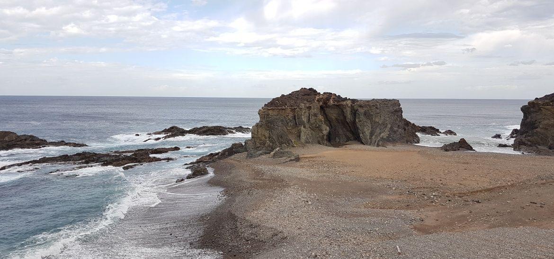 Kamienista plaża Ajuy